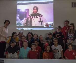 Zajęcia online w szkołach za granicą